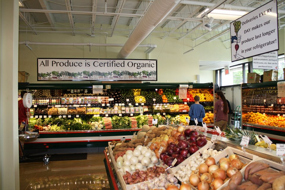 mom's organic market in timonium, md